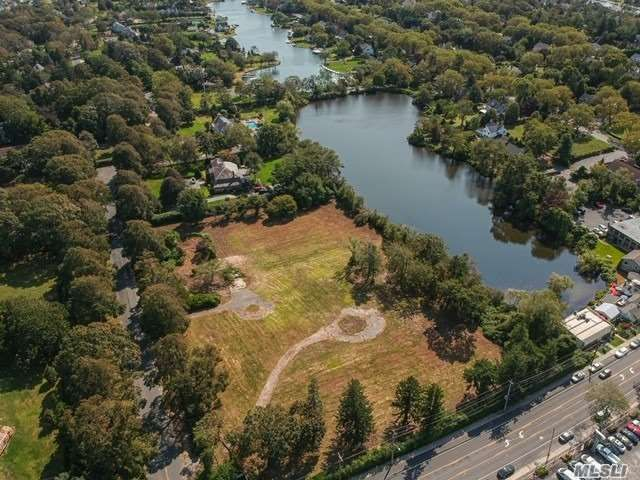Lot <b>Size:</b> 2.67 acre Land style home in Bay Shore