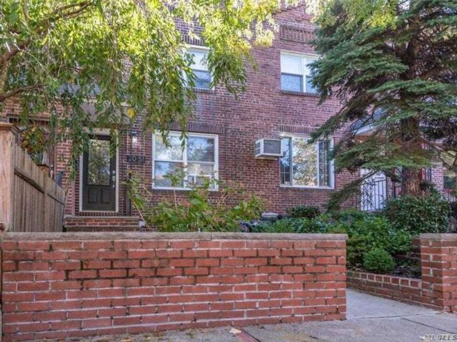 2 BR,  3.00 BTH  Duplex style home in Long Island City