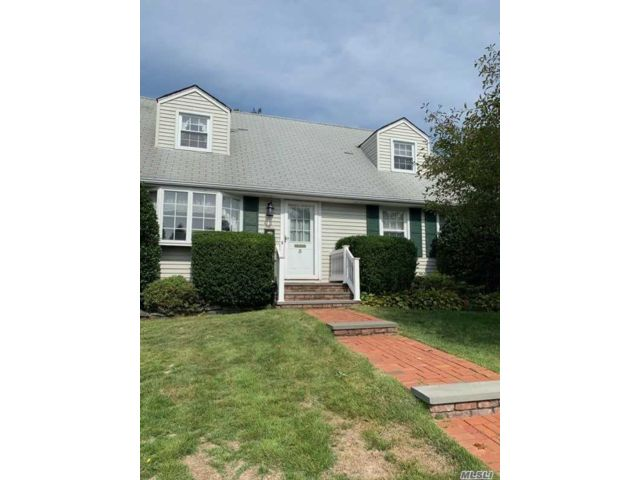 4 BR,  2.00 BTH Cape style home in East Norwich