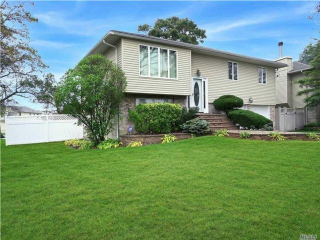4 BR,  2.00 BTH Hi ranch style home in Seaford