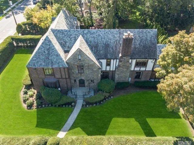 7 BR,  7.00 BTH Tudor style home in Rockville Centre