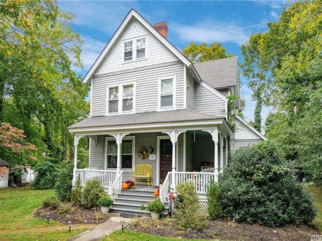 4 BR,  2.00 BTH  Victorian style home in Stony Brook