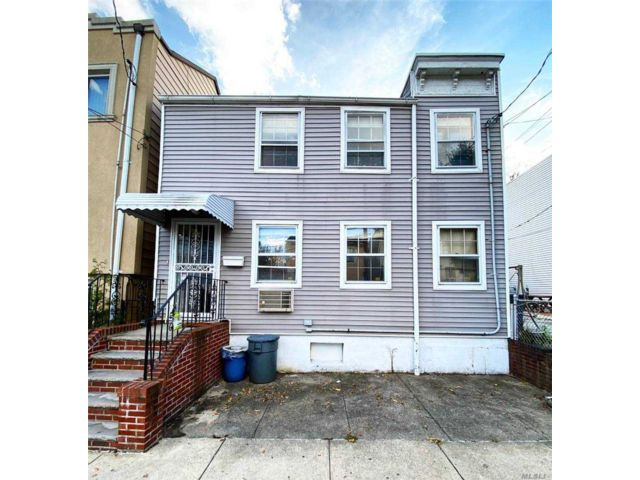 2 BR,  2.00 BTH Townhouse style home in Astoria