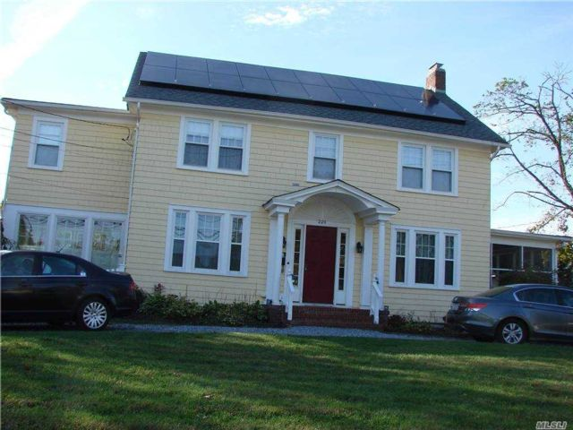 5 BR,  2.00 BTH Colonial style home in Seaford