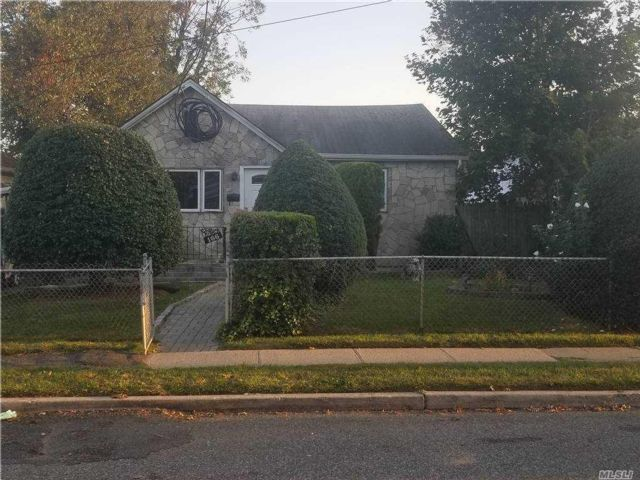 3 BR,  1.00 BTH  Bungalow style home in Roosevelt