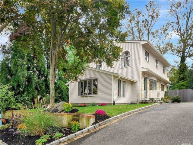 3 BR,  2.00 BTH Contemporary style home in Northport