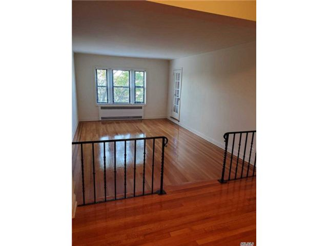 2 BR,  2.00 BTH Apt in bldg style home in New Rochelle