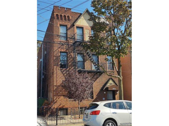 7 BR,  6.00 BTH  Other style home in Ozone Park