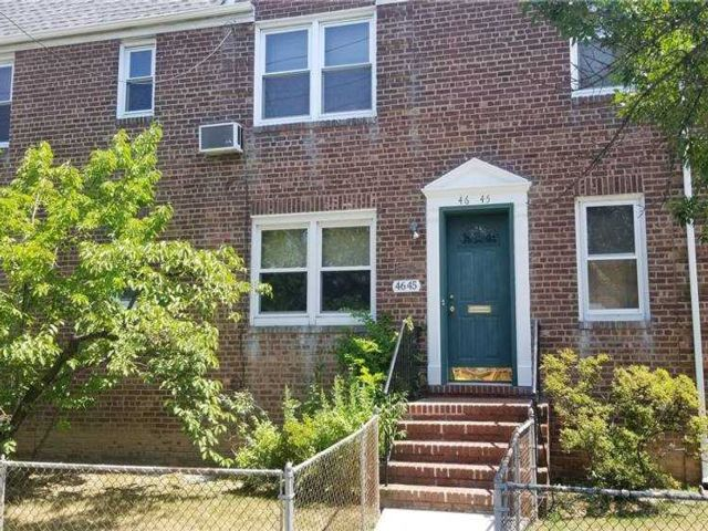 2 BR,  2.00 BTH Townhouse style home in Bayside