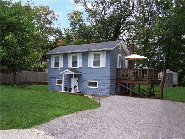 2 BR,  1.00 BTH 2 story style home in Wading River