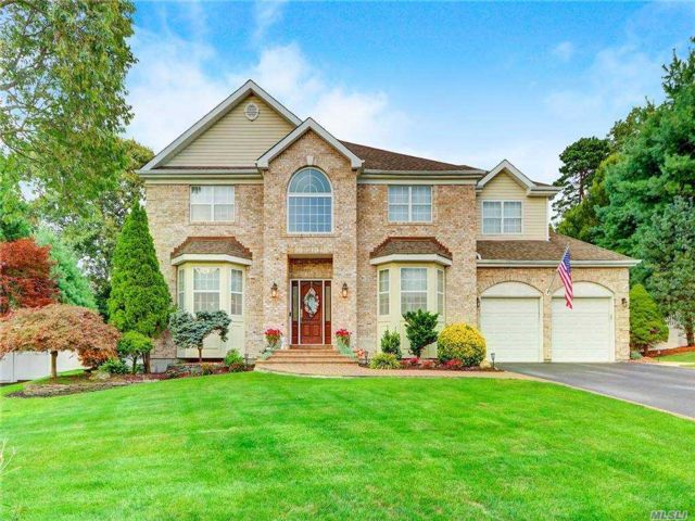 [Hauppauge Real Estate, listing number 3168586]