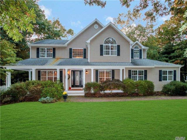 5 BR,  4.00 BTH  Post modern style home in Manorville