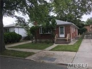 3 BR,  1.00 BTH  Ranch style home in Little Neck