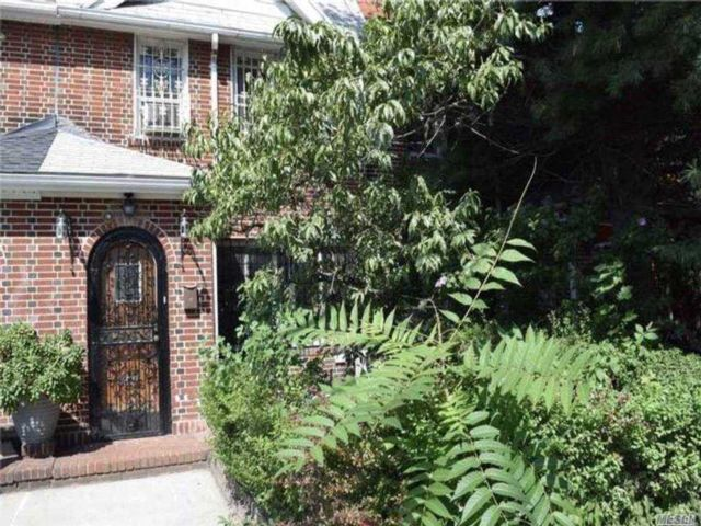 2 BR,  3.00 BTH  House rental style home in Briarwood