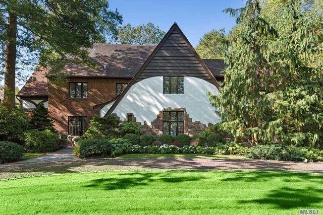 5 BR,  5.00 BTH Tudor style home in Garden City