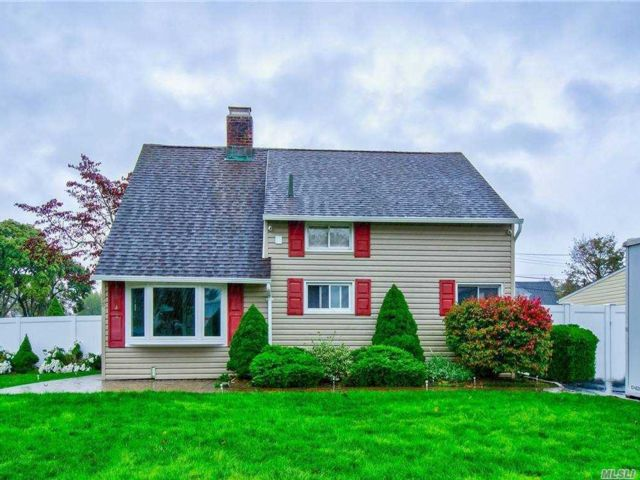 4 BR,  2.00 BTH  Ranch style home in Levittown