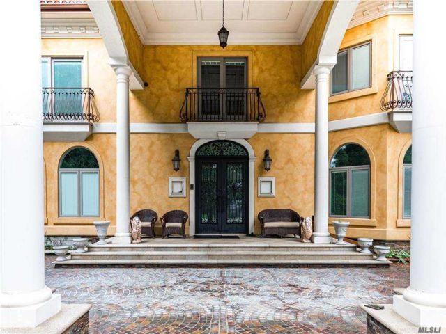 5 BR,  6.00 BTH Mediterranean style home in Glen Cove