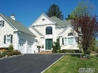 3 BR,  4.00 BTH Colonial style home in Manhasset