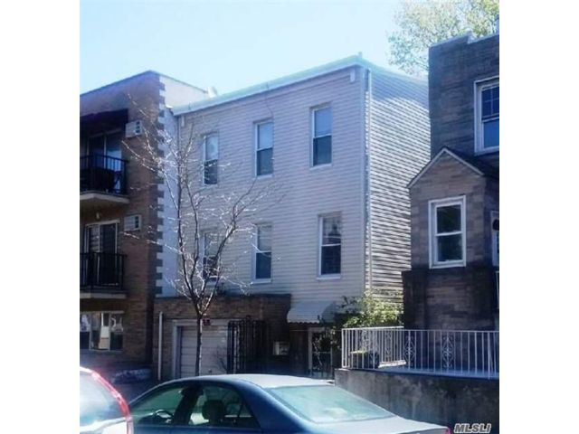 Lot <b>Size:</b> 25x91 Irr Land style home in Long Island City