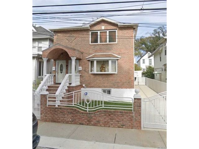 6 BR,  4.00 BTH  2 story style home in South Ozone Park