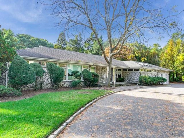 5 BR,  4.00 BTH Ranch style home in Farmingdale