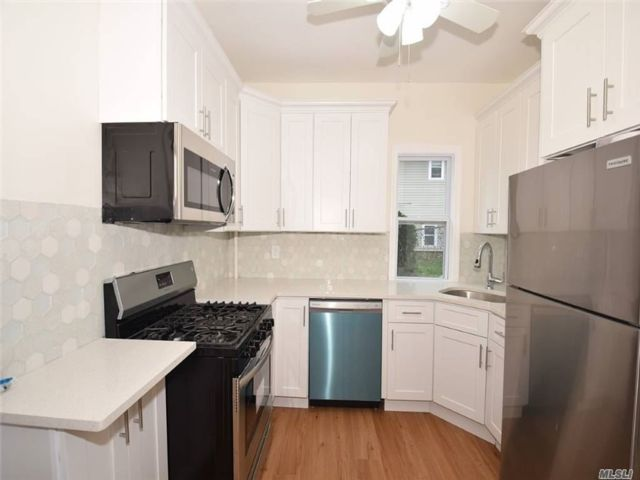 4 BR,  4.00 BTH Colonial style home in Huntington Station