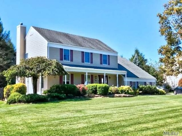 4 BR,  4.00 BTH Colonial style home in Miller Place