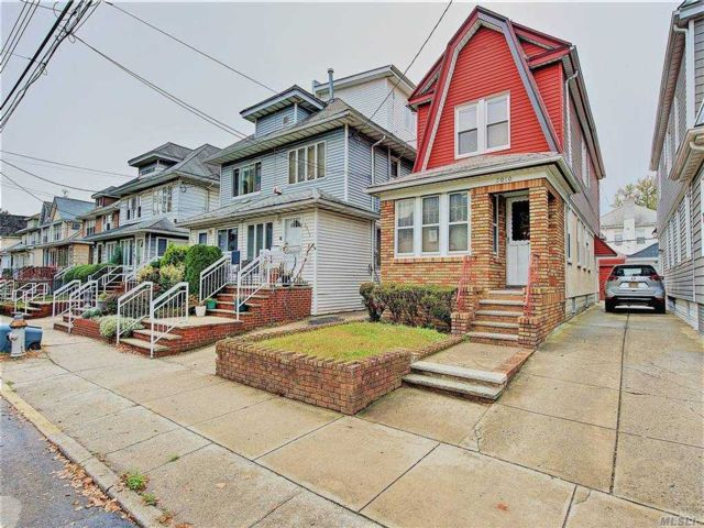 3 BR,  2.00 BTH 2 story style home in Midwood