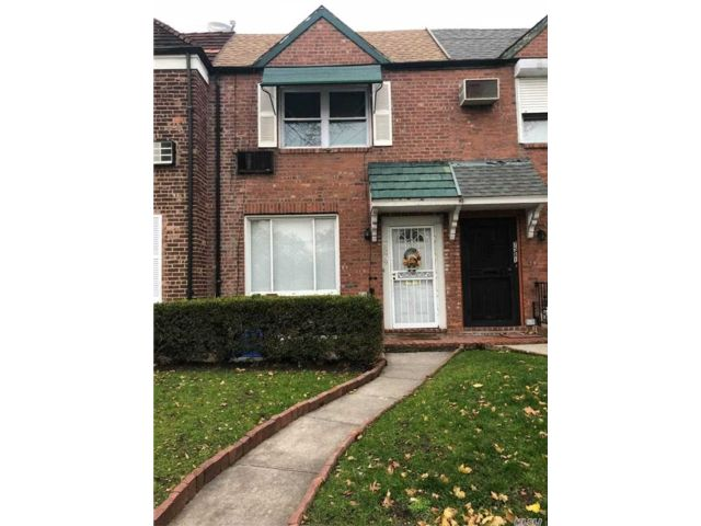 2 BR,  2.00 BTH  Townhouse style home in Fresh Meadows