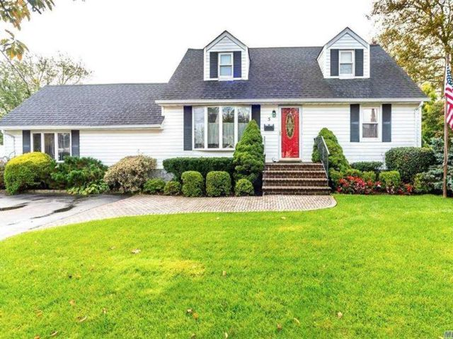 5 BR,  3.00 BTH  Exp cape style home in Bethpage