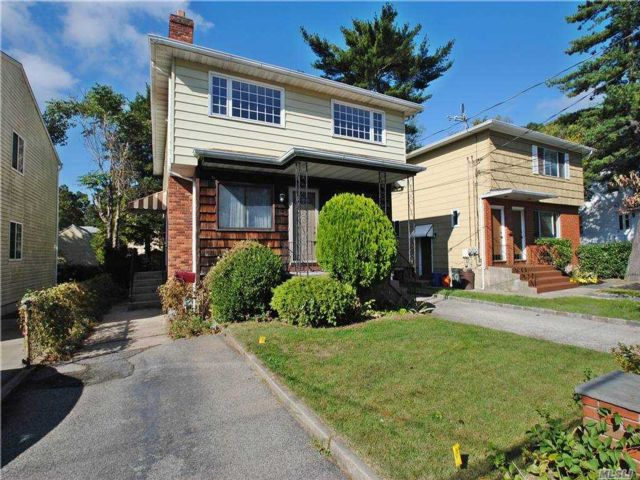 2 BR,  1.00 BTH Apt in house style home in Port Washington