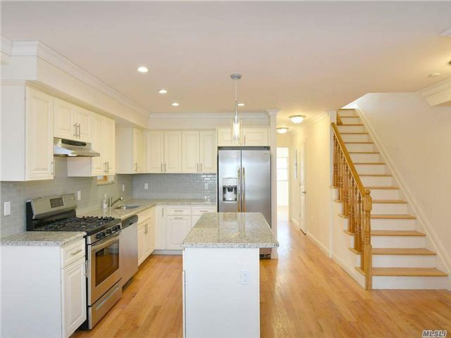 6 BR,  5.00 BTH  Colonial style home in Maspeth