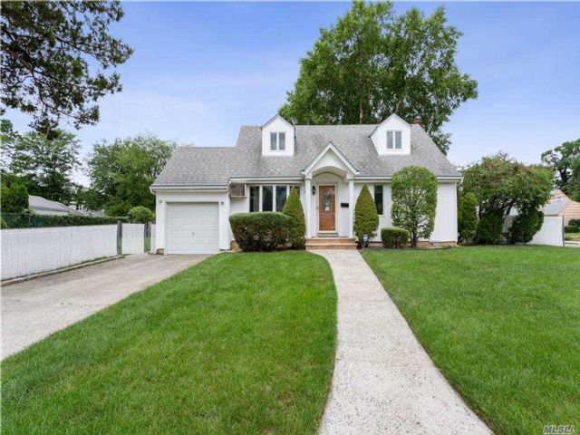 3 BR,  2.00 BTH Cape style home in Valley Stream