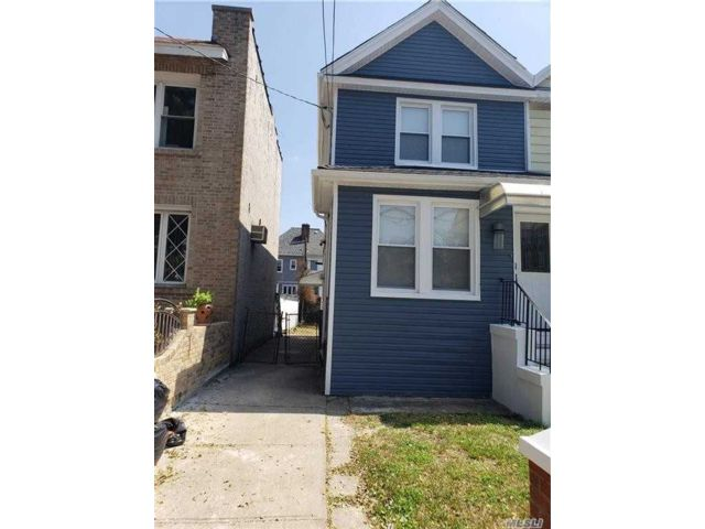 3 BR,  3.00 BTH Colonial style home in Flatlands