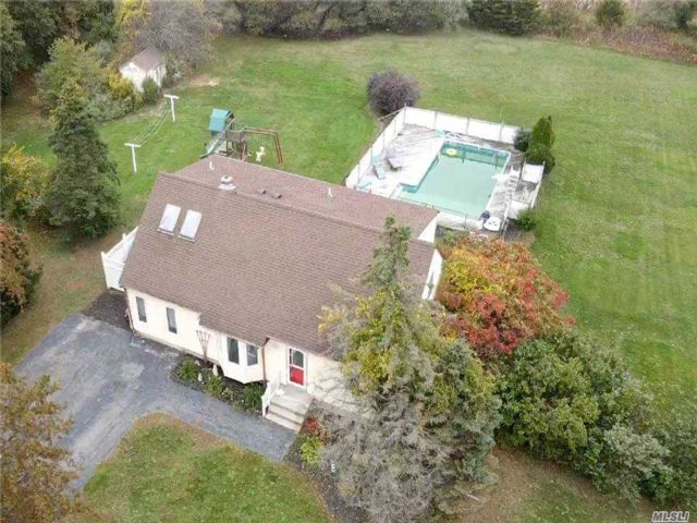 4 BR,  3.00 BTH Cape style home in Cutchogue