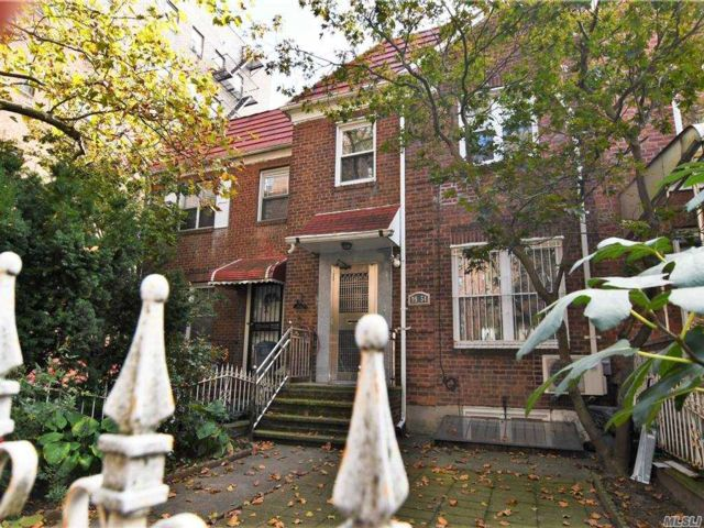 3 BR,  2.00 BTH Colonial style home in Rego Park