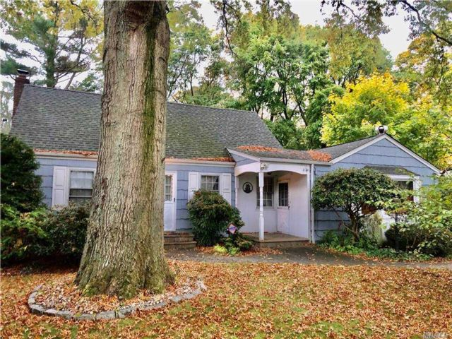 4 BR,  2.00 BTH Exp cape style home in Huntington