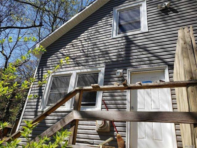 1 BR,  1.00 BTH Apt in house style home in Sound Beach