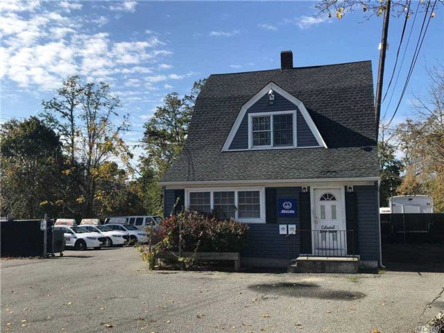 Studio,  0.00 BTH Commercial style home in Sayville
