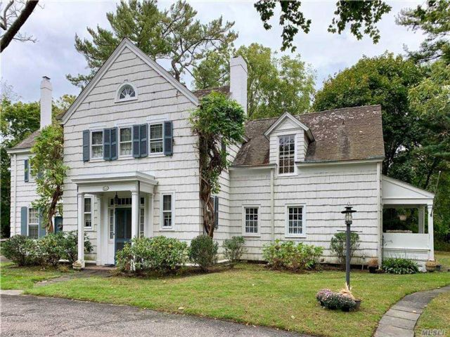 Lot <b>Size:</b> 6 Land style home in Woodbury