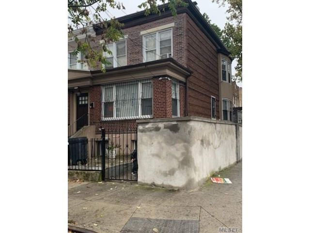 5 BR,  3.00 BTH Duplex style home in East New York