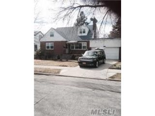 5 BR,  3.00 BTH  Colonial style home in Bellerose