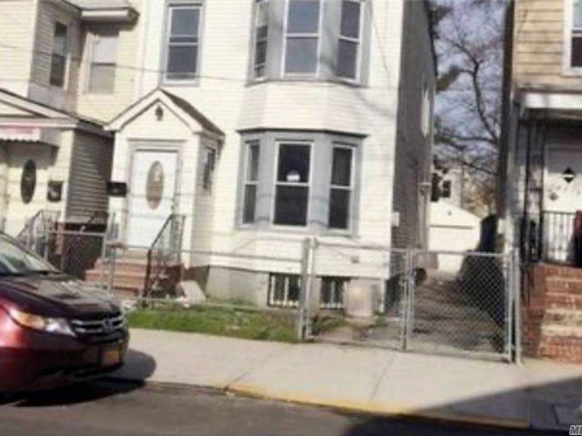 4 BR,  3.00 BTH  Apt in house style home in Woodhaven