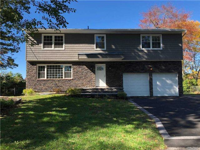 4 BR,  3.00 BTH Colonial style home in Riverhead