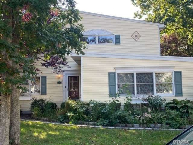 3 BR,  2.00 BTH Farm ranch style home in Nesconset