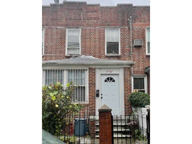 3 BR,  1.00 BTH Townhouse style home in Woodside