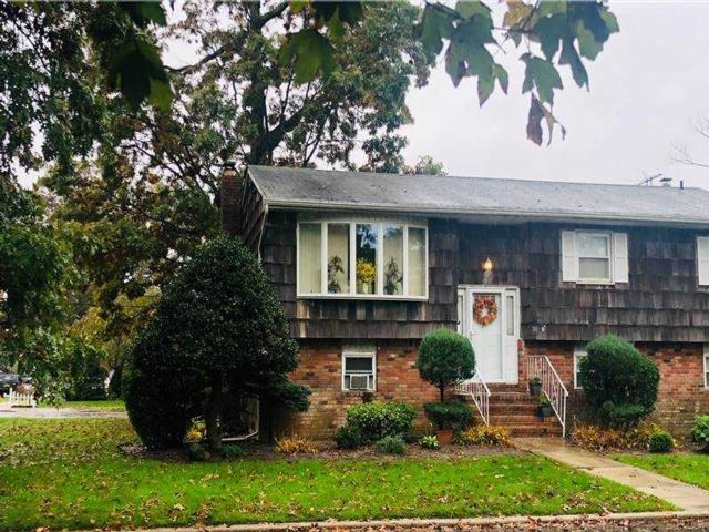 4 BR,  2.00 BTH  Hi ranch style home in Massapequa