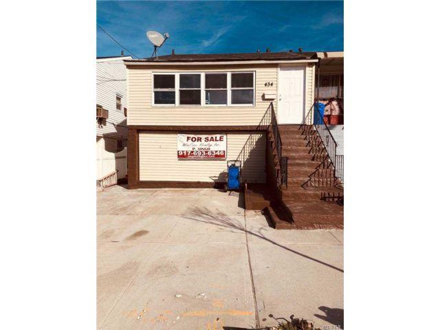 4 BR,  2.00 BTH Duplex style home in Far Rockaway