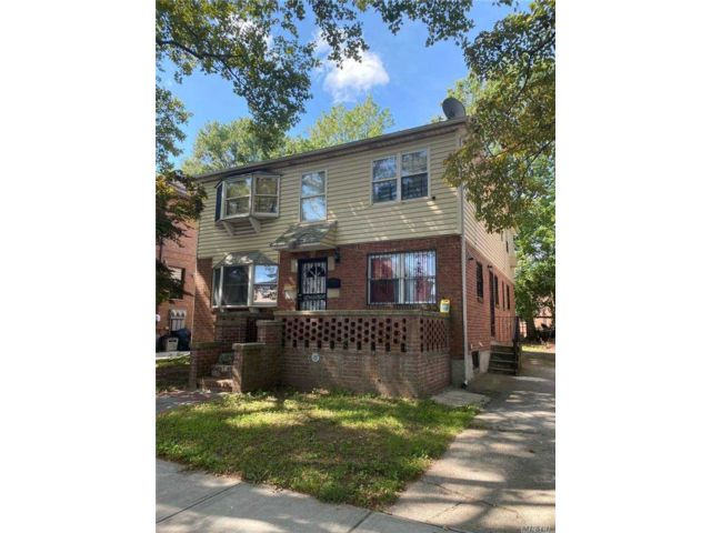 4 BR,  3.00 BTH  Contemporary style home in Fresh Meadows