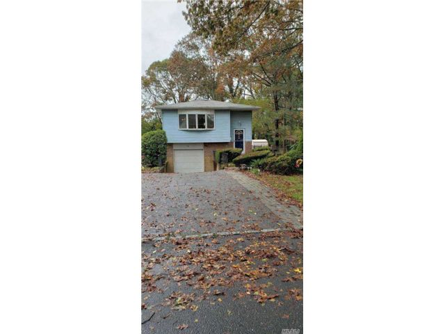 3 BR,  2.00 BTH Hi ranch style home in East Islip